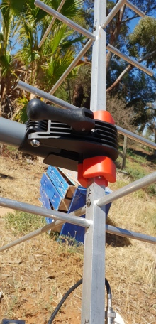 plastic clamp holds the yagi firmly